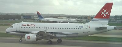 Air Malta Airbus A319 in London Gatwick März 2007