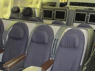 United Boeing 7... United Airlines 777 Interior