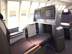 United Airlines... United Airlines 777 Interior