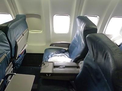 Delta Airlines ... United Airlines 777 Interior